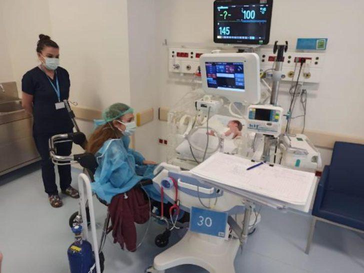 Duygulandıran görüntü! Koronavirüsü atlattı, 21 gün sonra bebeğini yakından gördü