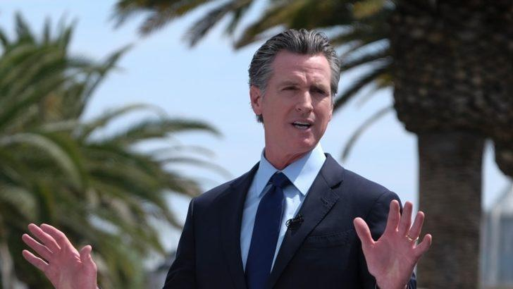 California'nın Demokrat Valisi Görevde Kalabilecek mi?
