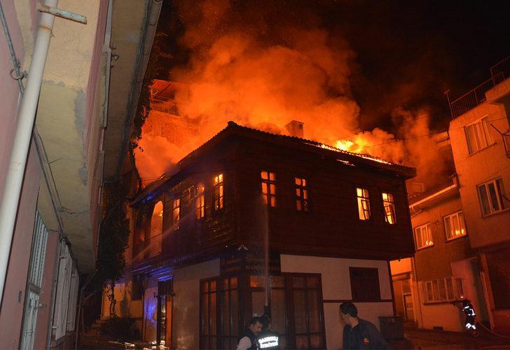 Karantinadaki evlerin yanında yangın çıktı!