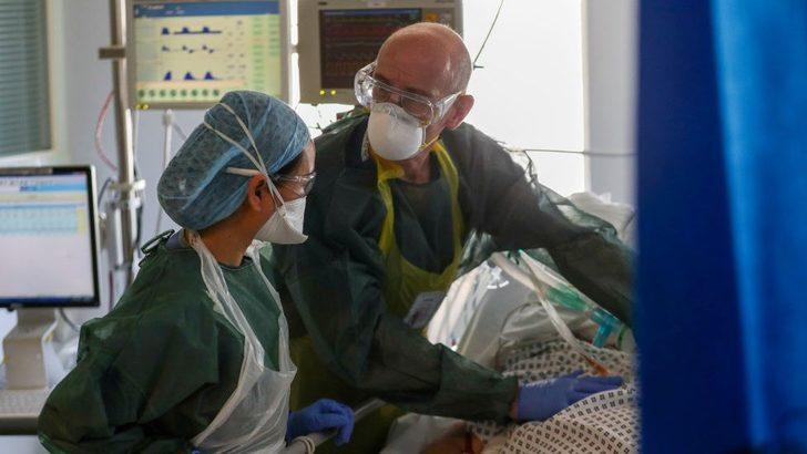 İngiltere'de Covid: Bilim Kurulu hükümeti, 'Önlemler artırılmazsa hastaneye kaldırılanların sayısında ciddi artış olabilir' diyerek uyardı