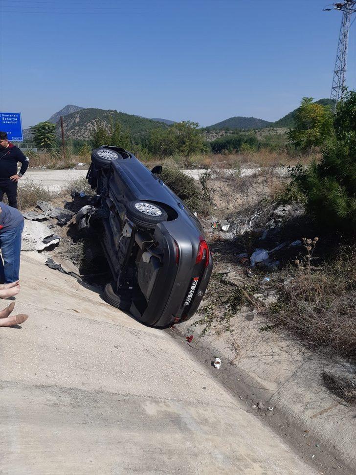Bilecik'te su kanalına devrilen otomobildeki 5 kişi yaralandı
