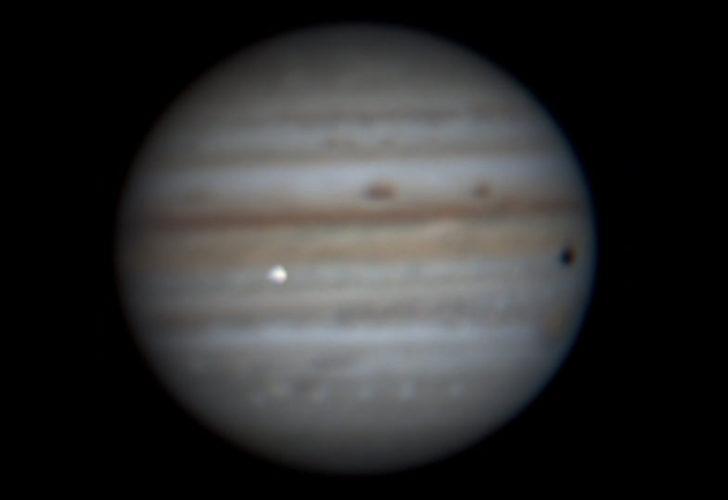 Jüpiter'e çarpan gök cisminin ışığı Dünya'dan gözlendi!