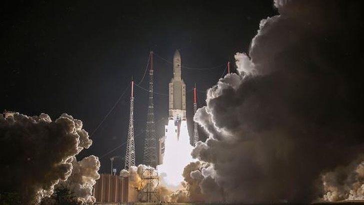 Ariane-5 roketi uzaya fırlatıldı