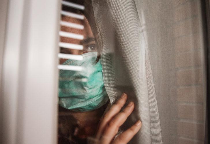 Burun akıntısına, boğaz ağrısına dikkat! Aşılardan ve varyantlardan sonra koronavirüs belirtileri de değişti