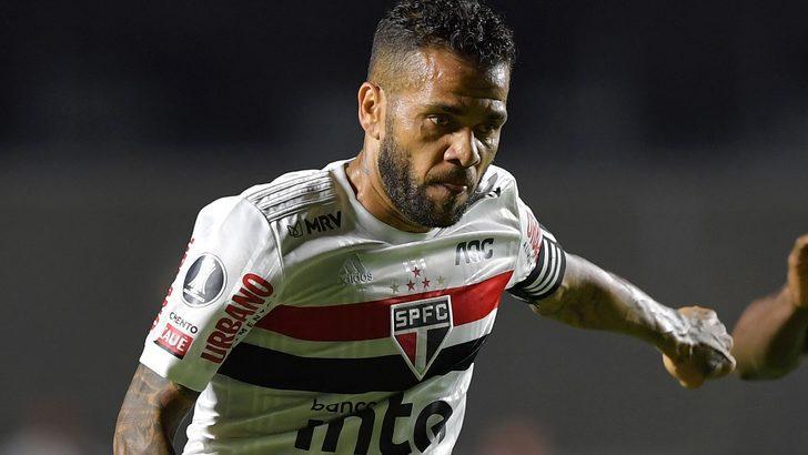 Dani Alves yeni yılı bekleyerek Avrupa'ya dönecek