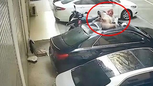 Tayvan'da balkonda ilişkiye giren kadın dengesini kaybederek arabanın üstüne düştü