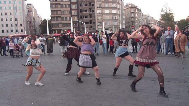 Taksim Meydanı'nda ilginç görüntüler! Şaşkınlıkla izlediler