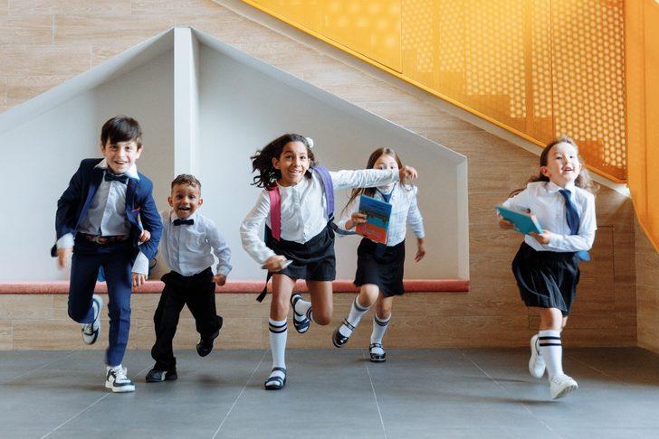Duruşuyla okul formasını andıran uygun fiyatlı çocuk kıyafet kombinleri