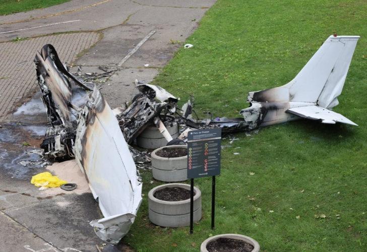 Kanada'da ''Benimle evlenir misin?'' pankartı taşıyan uçak düştü