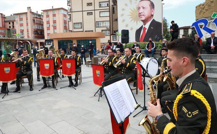 3. Ordu Komutanlığına bağlı bando takımı Rize'de konser verdi