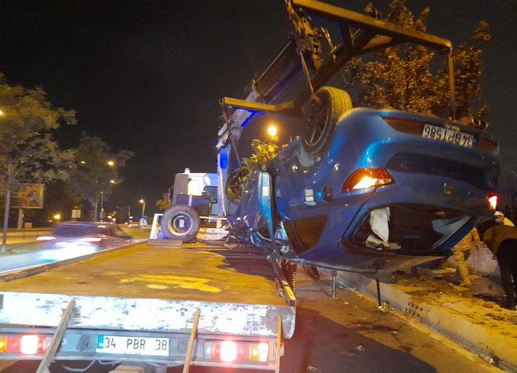 İstanbul'da feci kaza! Takla atarak yolun karşısındaki duvara çarptı: 3 yaralı
