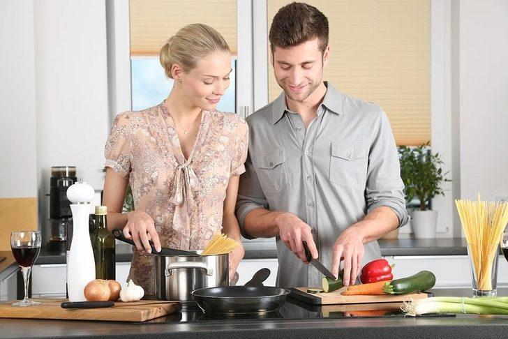 Ev mutfağından şef kalitesinde yemekler çıkarmanızı sağlayacak gereçler