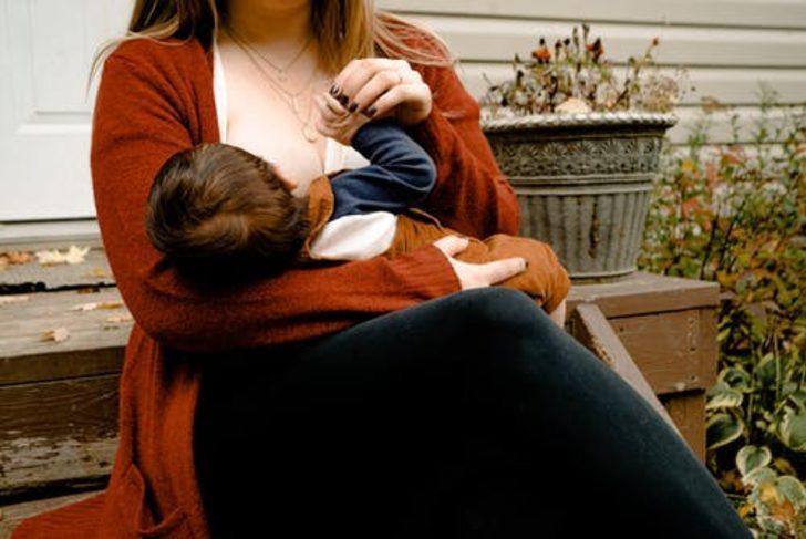 Emziren anneler dikkat! Mucizevi besin anne sütünü artıracak öneriler...
