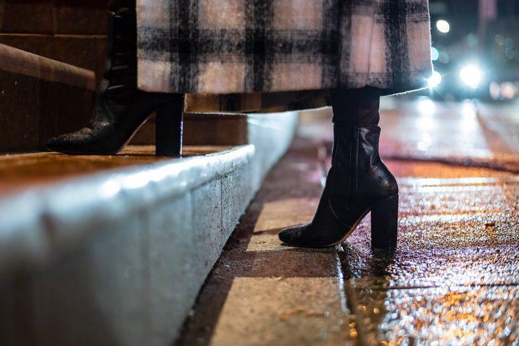 İşe giderken giyebileceğiniz, her kombine uygun topuklu bot önerileri
