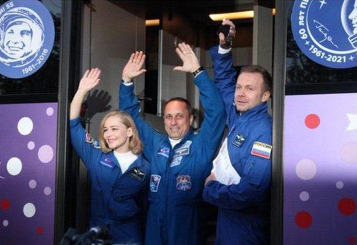 Beklenen oldu! Uzayda çekilen ilk film Vyzov (Sınanma) ekibi akşam yemeğini paylaştı