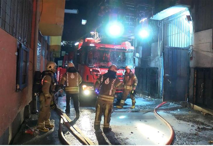 Bina alev alev yandı! Alevleri söndürmeye çalışan itfaiye eri fenalaştı