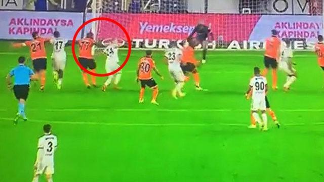 Beşiktaş taraftarını sinirden çıldırtan pozisyon!