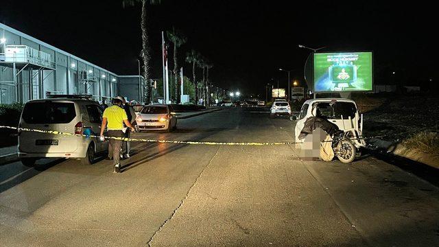 Adana'da park halindeki araca çarpan motosikletin sürücüsü yaşamını yitirdi