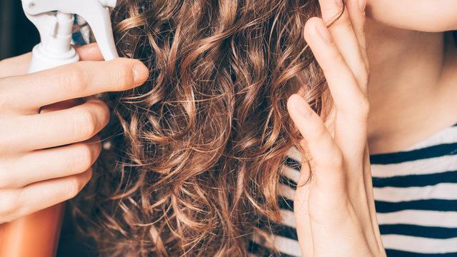 Kıvırcık saçlarınızla baş etmenin yolu!
