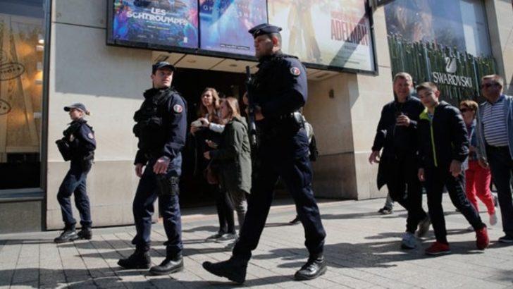 Paris saldırganıyla ilgili flaş detay: Cesedinin yanında terör örgütü notu