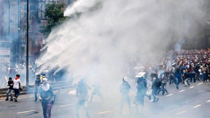 4 soruda Venezuela krizi: On binlerce kişi neden sokaklara döküldü?