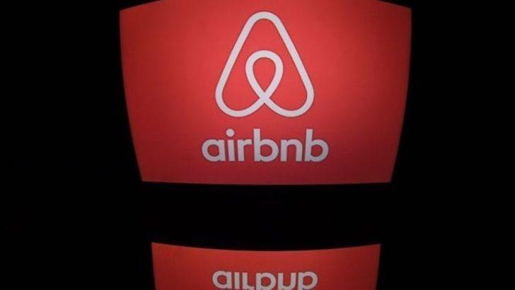 'Türk polisi, İngiliz turistleri Airbnb evinden şafak baskınıyla çıkardı'