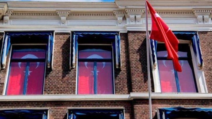 Hollanda'da kralın sarayına karşı Türk bayrakları asıldı