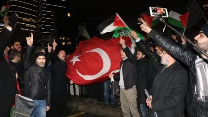 İsrail Başkonsolosluğu önünde ezan protestosu