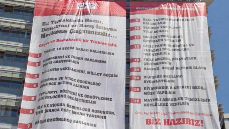 Kılıçdaroğlu'nun çağrısı binaya asıldı