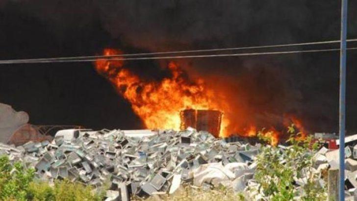 Yalova'da plastik fabrikası yanıyor