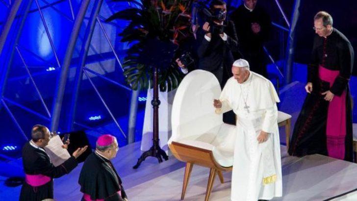 Papa: Yarı zamanlı Hristiyan olmayın