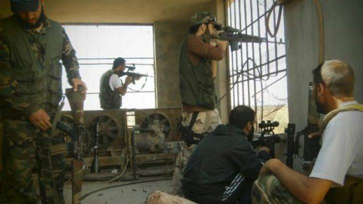 Suriyeli muhalifler havaalanı 'ele geçirdi'
