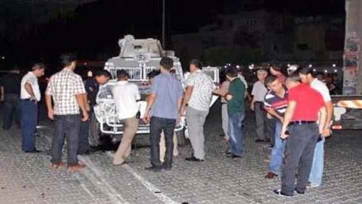 Molotof zırhlı aracı devirdi: 3 polis yaralı