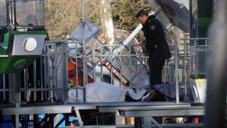 Dönmedolabın kabini yere çakıldı: 2 ölü