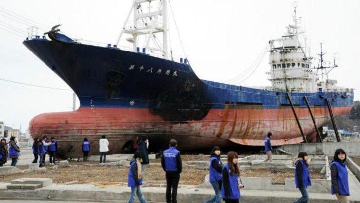 Tsunaminin simgesi gemi hurdaya çıkarılıyor
