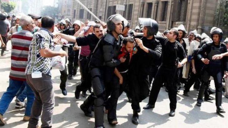 Kahire'de kanlı müdahale