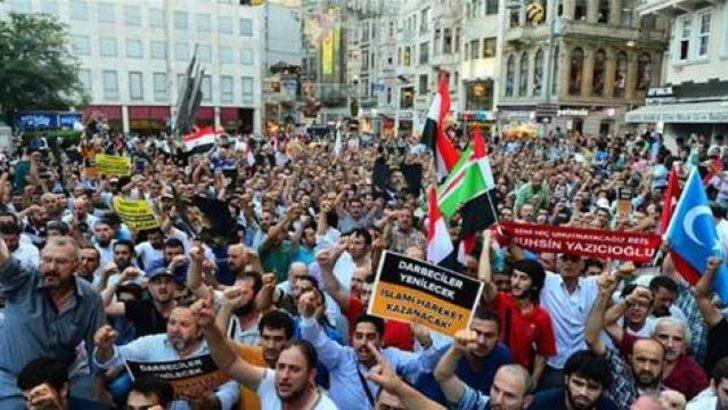 Taksim'de Mısır protestosu!