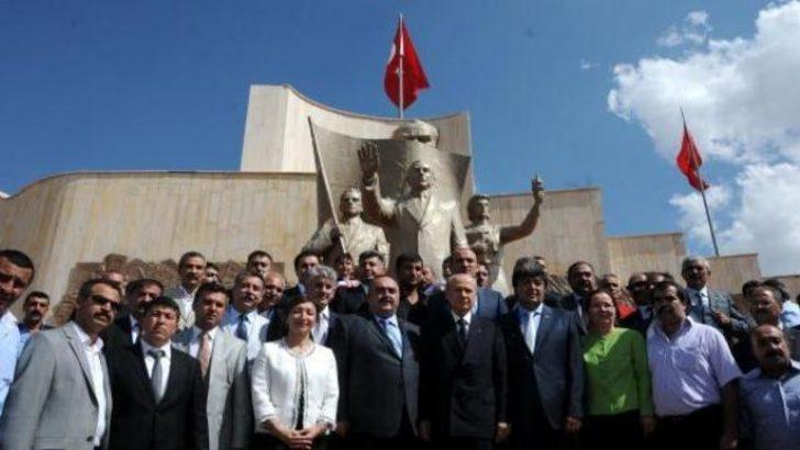 MHP lideri Bahçeli, Türklük Anıtı'nda