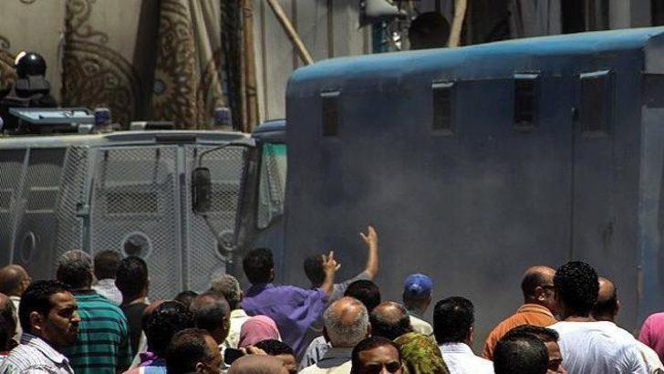 Mısır'da kanlı cezaevi isyanı: 38 ölü