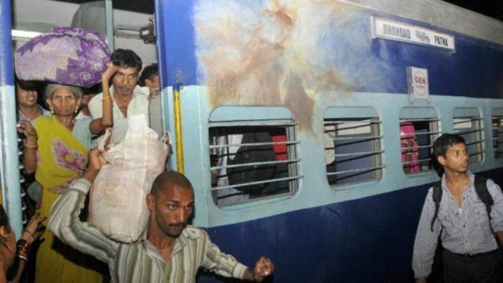Hindistan'da tren kazası: 35 ölü