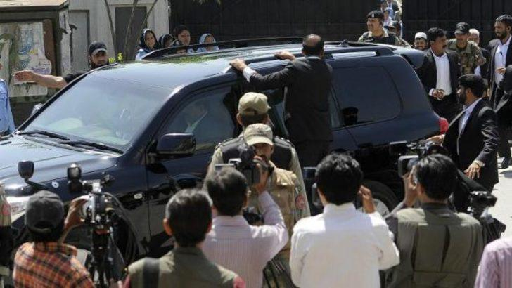 Eski Pakistan lideri Müşerref'e üç suçlama