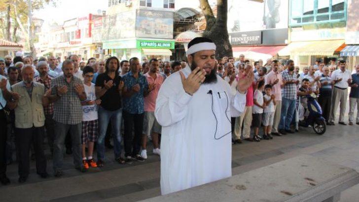 Suriye'de ölenler için cenaze namazı kılındı