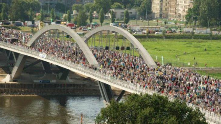 Dresden'de 'çirkin' köprü hizmete açıldı