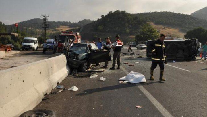 Kırkağaç'ta trafik kazası, 3 ölü, 9 yaralı