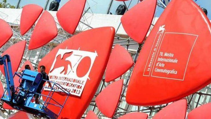 Venedik'te kırmızı halı serildi