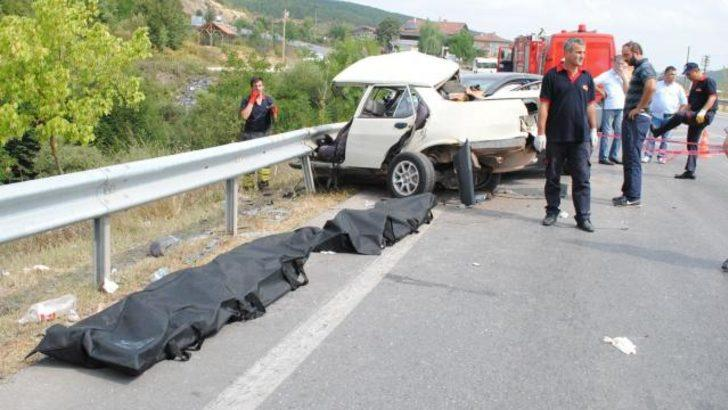 Kocaeli'nde feci kaza: 2 ölü, 2 yaralı