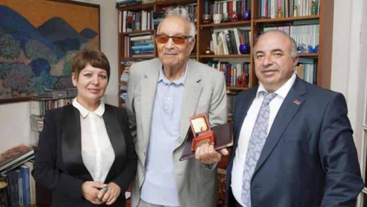 Ermenistan'dan Yaşar Kemal'e nişan