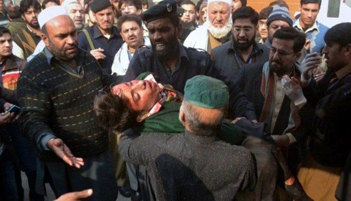 Taliban okul bastı: 145 ölü var