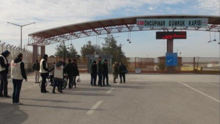 Halep ve Azez'den kaçan binlerce Suriyeli, sınırda bekletiliyor