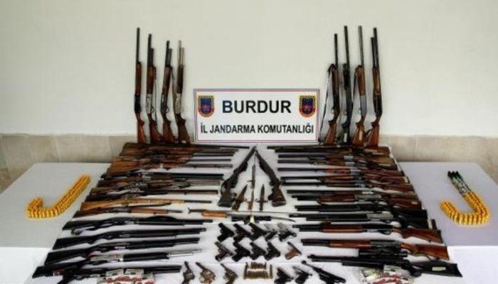 Burdur'da kaçak silah operasyonu